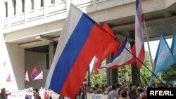 Партия регионов попросила друзей из России воздержаться от поездок в Крым