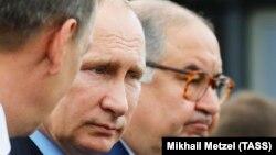 Алишер Усманов с президентом России Владимиром Путиным.