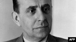 Ян Масарик (1886–1948) – чехословацький дипломат, державний діяч. В 1940–1948 роках – міністр закордонних справ Чехословаччини. Син першого президента Чехословаччини Томаша Масарика