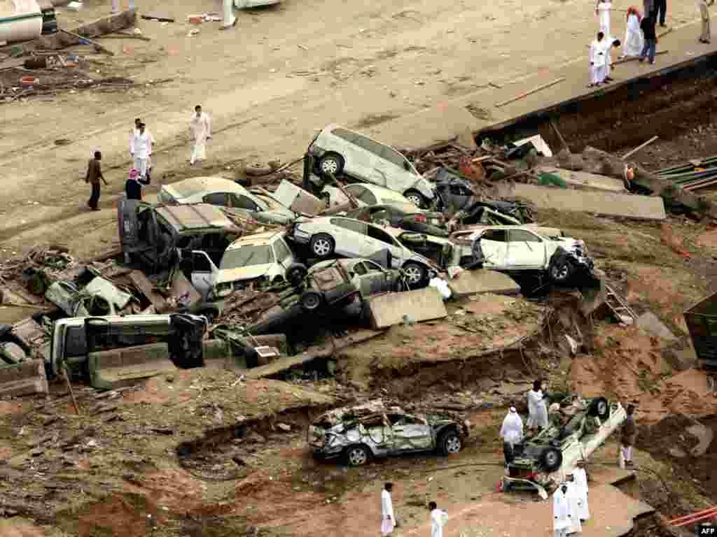 Паводка размыла дарогі ў Джыдзе, Савудаўская Арабія - Фота: AFP