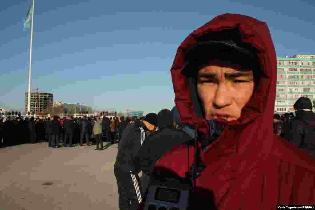 "Бывший рабочий компании ""Каражанбасмунай"" Ахмет Джубатыров на митинге в знак солидарности с бастующими Жанаозена. Актау, 18 декабря."