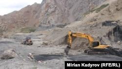 Добыча угля в Нарынской области, архивное фото.