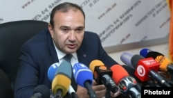 Armenia - Education Minister Levon Mkrtchian at a news conference in Yerevan, 22Sep2017.