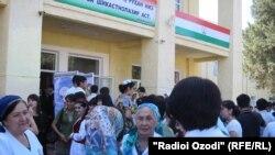 Сотрудники медицинского учреждения в Душанбе. Иллюстративное фото.