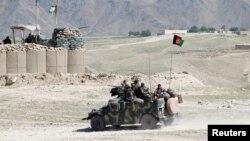 افغان ځواکونه په اچین ولسوالۍ کې ګزمه کوي.