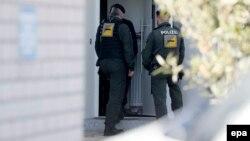 Գերմանական ոստիկանությունը հատուկ գործողության ժամանակ, արխիվ