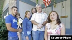 Таня Казыра разам з амэрыканскай сям'ёй