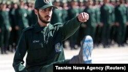 Un cadet al Academiei Militare din Iran, în timpul ceremoniei de absolvire, 20 iunie 2018