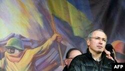 Михаил Ходорковский на площади Независимости в Киеве