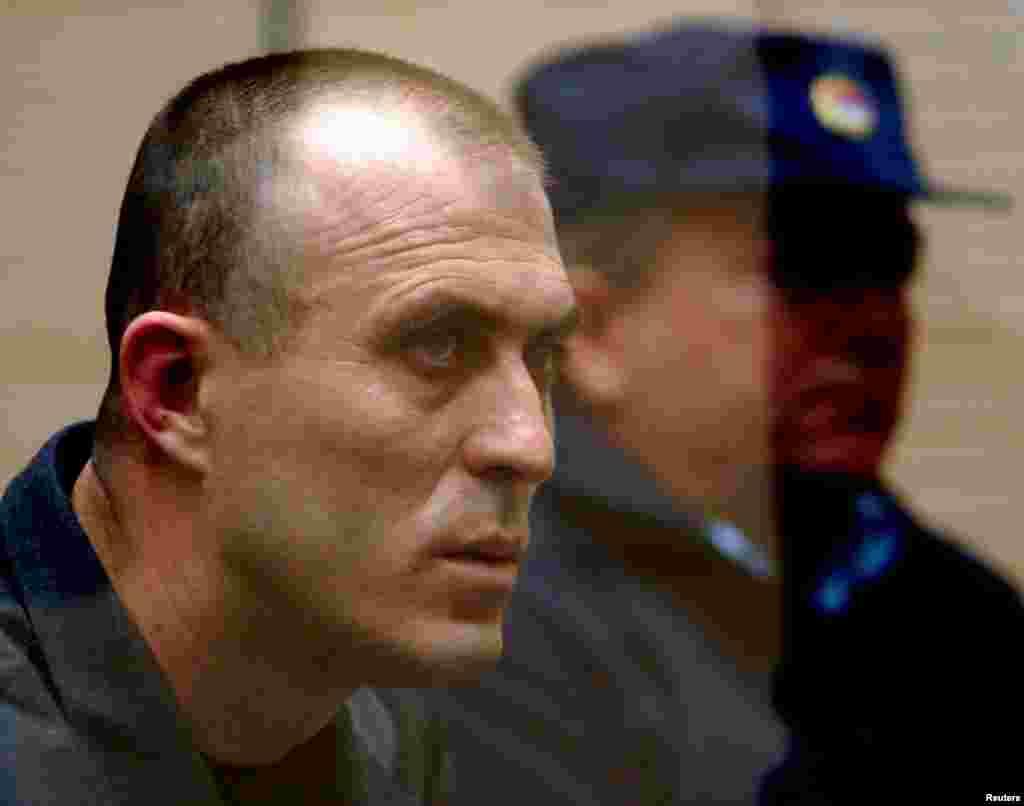 Звездан Йованович, колишній заступник командира елітного загону «червоних беретів» спецназу МВС Сербії в суді в 2003 році. Його і ще 11 людей звинуватили в підготовці змови з метою вбивства Джинджича