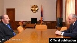 Nagorno-Karabakh - Bako Sahakian (R), president of Nagorno-Karabakh, meets with Levon Ter-Petrosian, a former president of Armenia, in Stepanakert, 3May, 2016