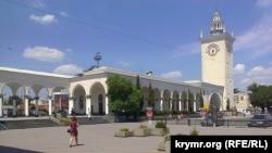 Залізничний вокзал у Сімферополі, архівне фото