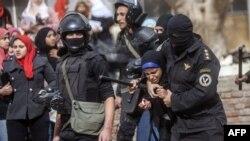 Задержание сторонников Мохаммеда Мурси в Каире, 30 декабря 2013