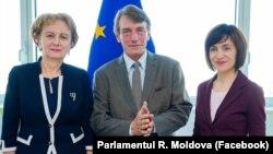 Prim-ministrul Maia Sandu (dreapta), preşedintele Parlamentului Zinaida Grecianîi şi David Maria Sassoli, președintele Parlamentului European
