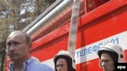 Vladimir Putin inspectează o companie de pompieri lîngă Voronej