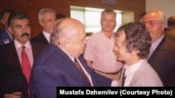 Встреча Мустафы Джемилева (на переднем плане справа) с экс-президентом Турции Сулейманом Демирелем, архивное фото
