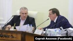 Російські глава Криму Сергій Аксенов і глава уряду Юрій Гоцанюк