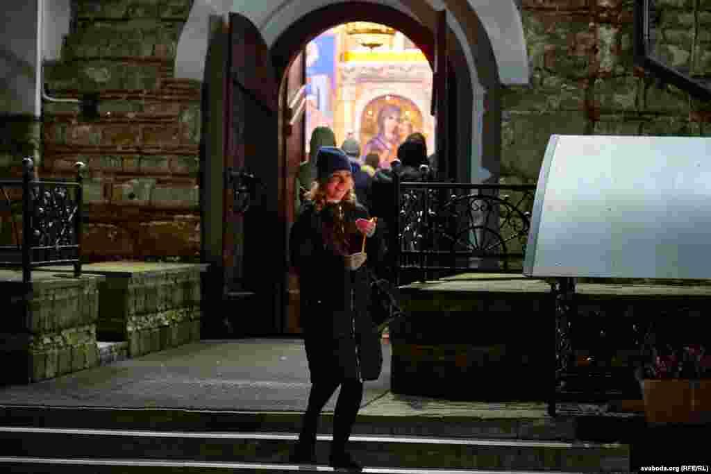 Велікодная служба ў найстаражытнейшай царкве Віцебска Дабравешчанскай адбывалася пры адчыненых дзьвярах.