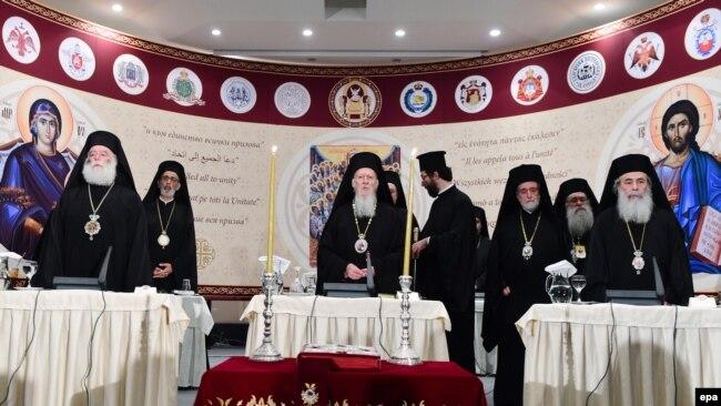 Вселенский патриарх Варфоломей (в центре) и лидеры мировых православных церквей на Всеправославном Соборе. Крит, Ираклион, 20 июня 2016 года