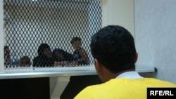 أحد المعتقلين في معتقل التاجي يقابل أهله