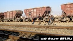 Turkmenistan. Jebel, workers, railway ,train