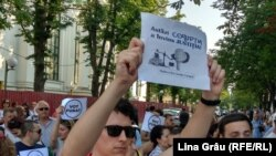 Protest împotriva sentinţelor pronunţate de magistraţi de a invalida alegerile locale anticipate din Chişinău