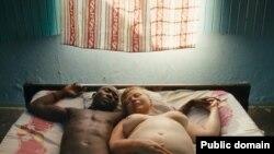 """კადრი ულრიხ ზაიდლის ფილმიდან """"სამოთხე: სიყვარული"""""""