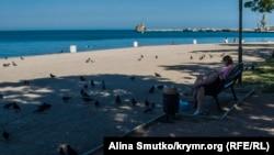 Пляж Феодосии в курортный сезон. 24 июля 2017 года