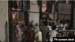 صحنهای از حمله مهاجمان در سفارت اسرائیل در قاهره