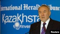Қазақстан президенті Н.Назарбаев Инвесторлар Форумында сөйлеп тұр. Алматы, 3 маусым 2010 ж.