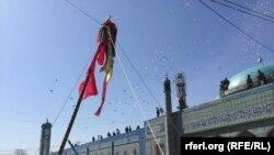جریان بلند شدن جهنده زیارت سخی در مزارشریف در روز نوروز