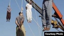 از سال ۲۰۰۱ تاکنون بیش از ۸۰۰ مورد اعدام در ایران گزارش شدهاست.