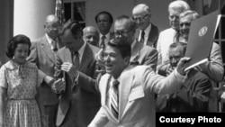 АКШның элекке президенты Рональд Рейган Әсир милләтләр атнасын игълан итә