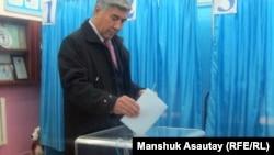 Казахстан, один из избирательных участков в Алма-Ате, 15 января 2012.