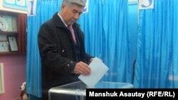 На одном из избирательных участков Алма-Аты