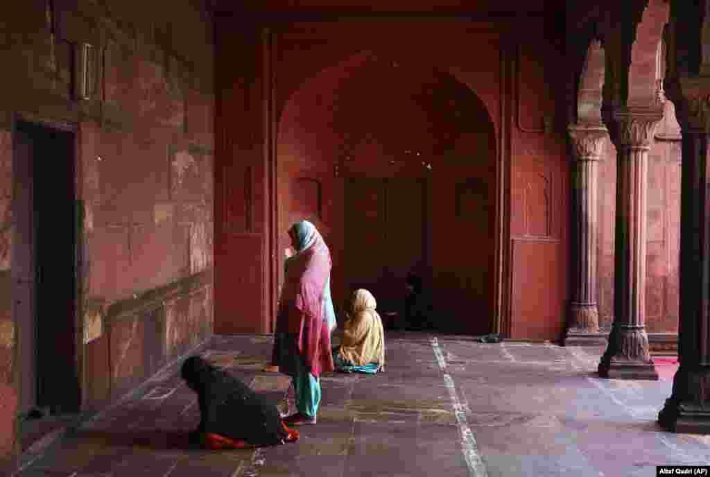 Indian Muslim women pray inside the Jama Mosque in New Delhi. (AP/Altaf Qadri)