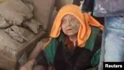 Žena koja je preživjela bombardovnje u starom dijelu Alepa 28. april 2016.