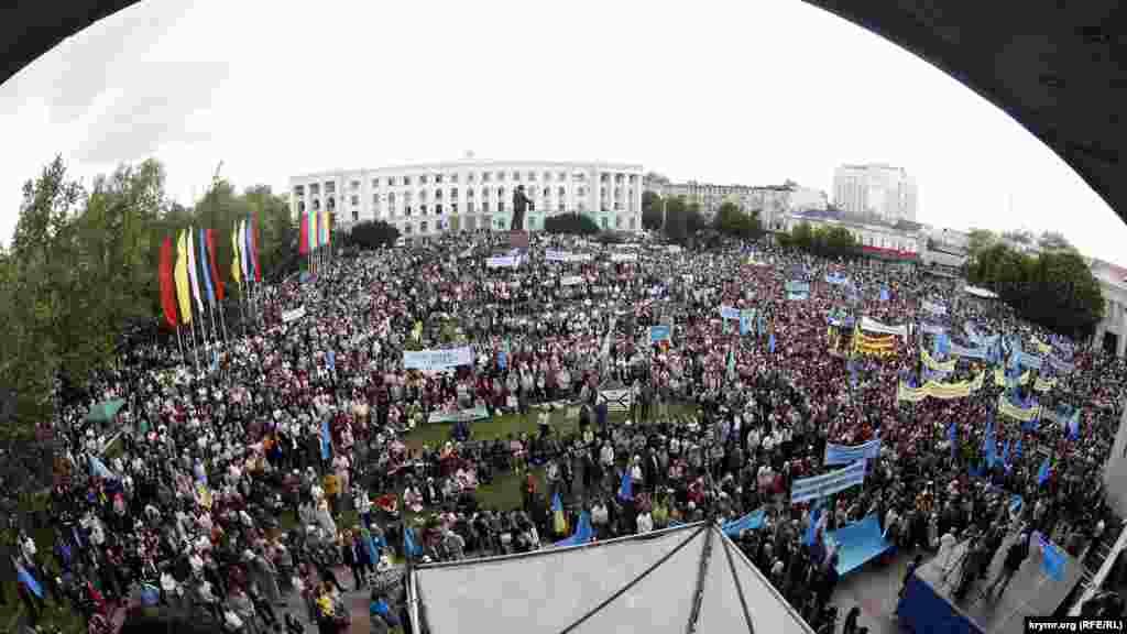 На щорічному жалобному мітингу знову зібралися тисячі людей