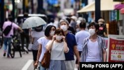 کره جنوبی با موجی تازه مجبور به بازگرداندن برخی مقررات و محدودیتها شدهاست و هشدارها و ممنوعیتها در توکیو (در تصویر) نیز در بالاترین سطح قرار دارد.