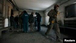 Засядко көмүр кенинде камалып калып чыккан кенчилер