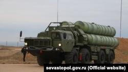 Ракетная система С-400 в Севастополе, архивное фото