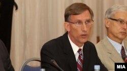 американскиот амбасадор во Македонија Пол Волерс