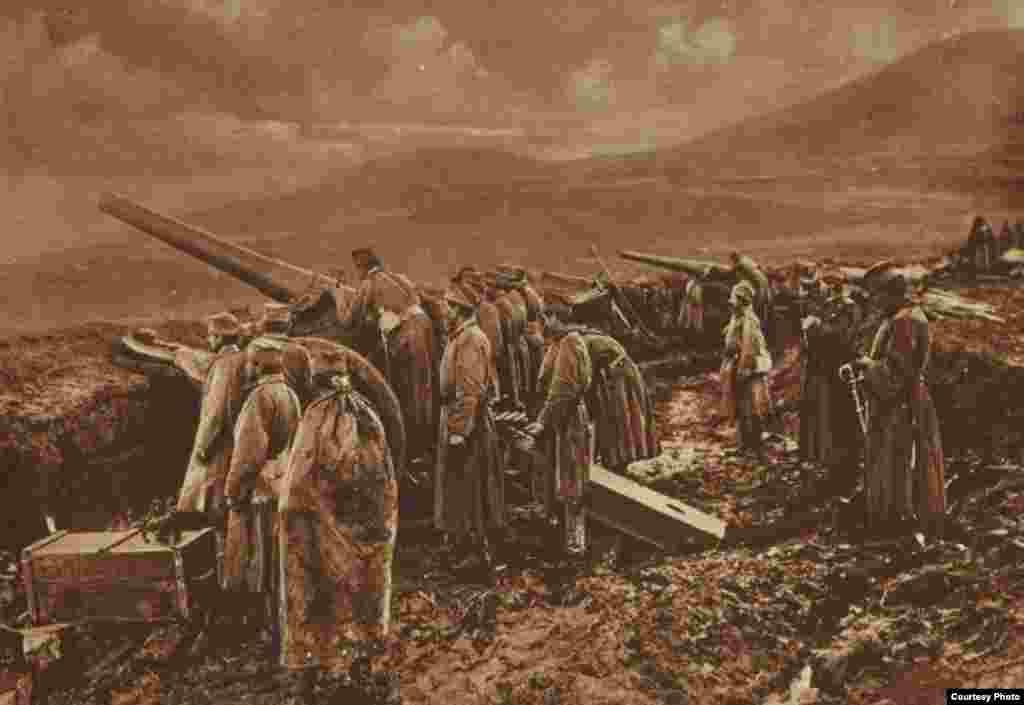 Сербские артиллеристы на позициях у города Ниш. Фото 1918 года