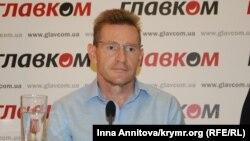 Адвокат Михаил Кушпель на пресс-конференции в Киеве, 16 сентября 2016 г.