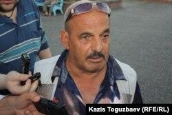 Владимир Челах, дед пограничника Владислава Челаха, обвиняемого в убийстве 14 сослуживцев и егеря. Ушарал, 9 июня 2012 года.