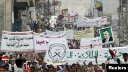 Антыўрадавая дэманстрацыя ў горадзе Таіз 14 красавіка 2011 году