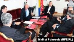 Lideri šest političkih stranaka na jednom od sastanaka