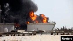 حريق في خزان وقود في مطار طرابلس بليبيا