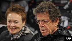 Lou Reed (right) with his wife, artist and songwriter Laurie Anderson, in 2010.