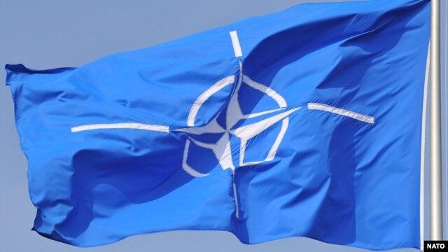 Zastava NATO-a ispred njegovog sjedišta u Briselu